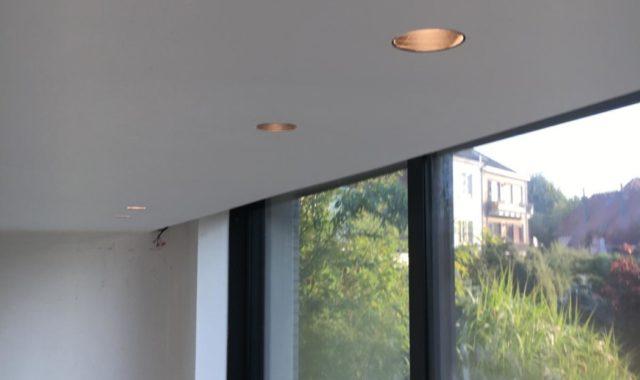 Les spots encastrables sans rebord sont particulièrement recommandés dans les intérieurs contemporains